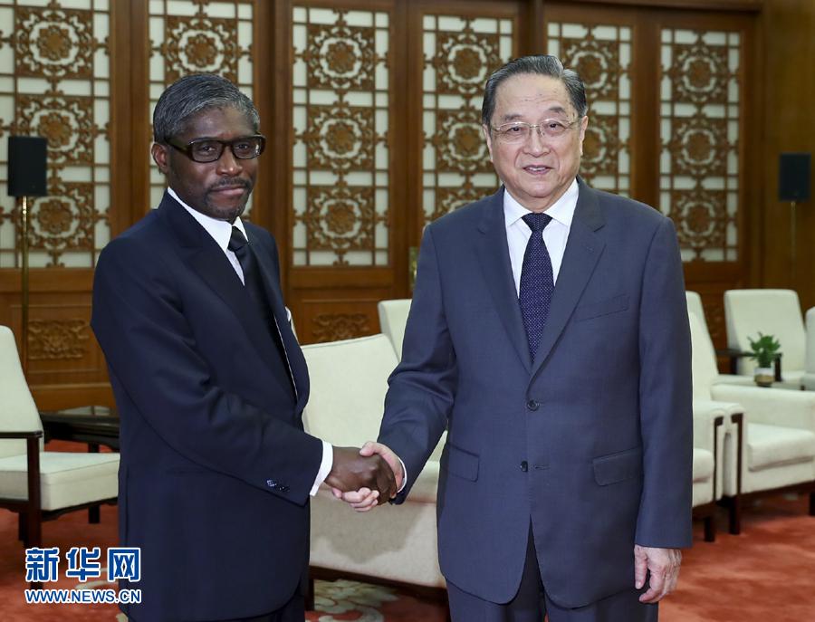 俞正声会见赤道几内亚副总统曼格.jpg